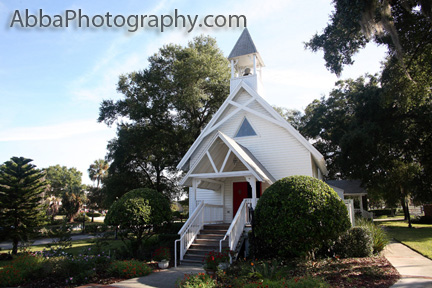 The Outside Area Of This Chapel Is Perfect For Photos That Have A Vintage Look About Them